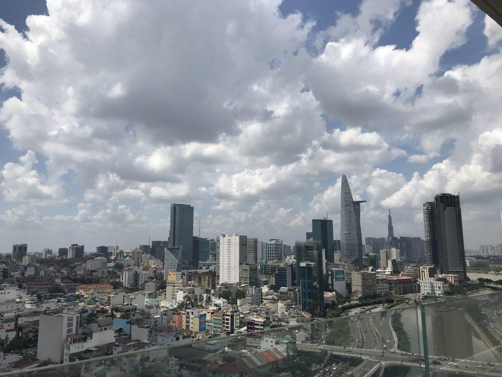 市景,遠處是西貢摩天塔